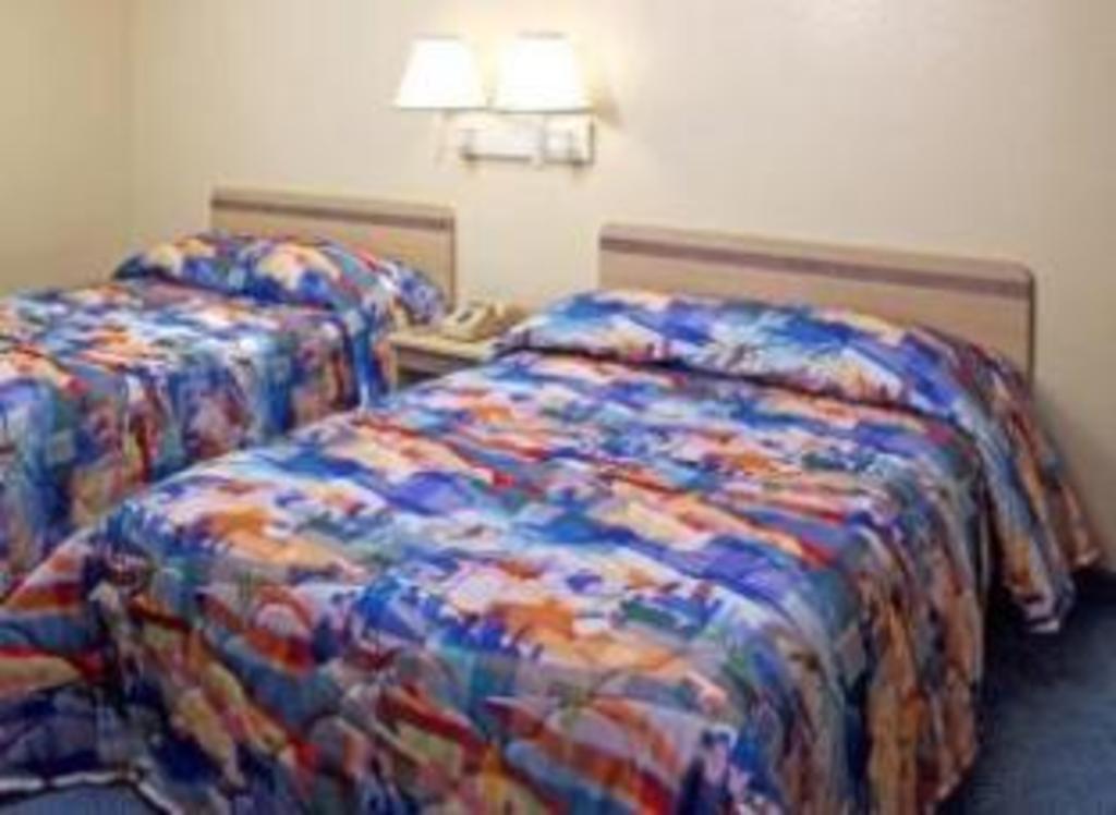 Motel 6 Phoenix Airport - 24th Street in Phoenix (AZ) - Room Deals ...