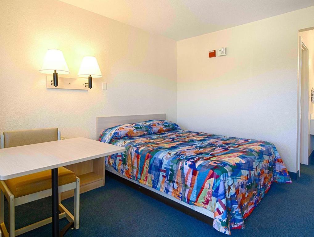 motel 6 south lake tahoe in south lake tahoe ca room. Black Bedroom Furniture Sets. Home Design Ideas