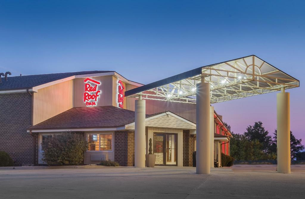 More About Red Roof Inn Maryville