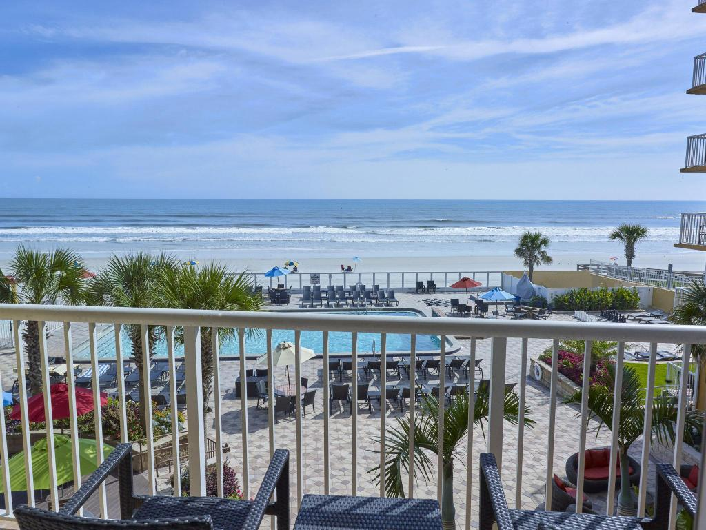 2 Queen Oceanfront Kitchen Pool View Non-Smoking - View Holiday Inn Resort Daytona Beach Oceanfront