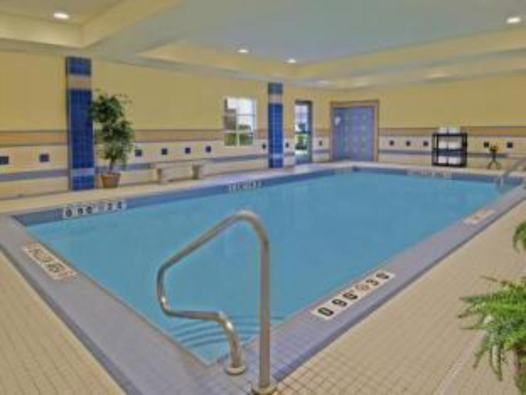 Piscina Staybridge Suites Guelph