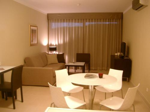 Apartamento de 1 Quarto com Varanda (One-Bedroom Apartment with Balcony)