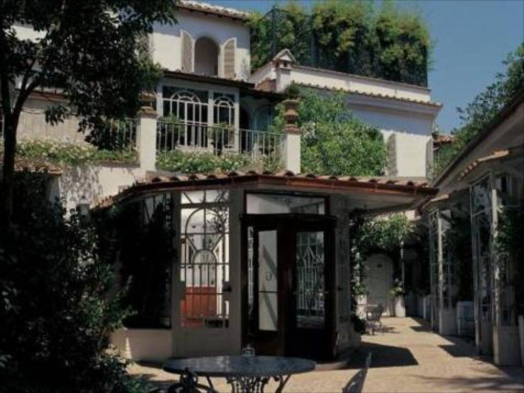 More about Villa Laetitia