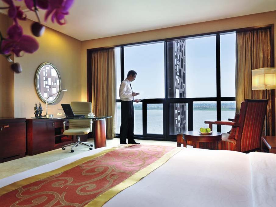 Grand Deluxe King Room with River View