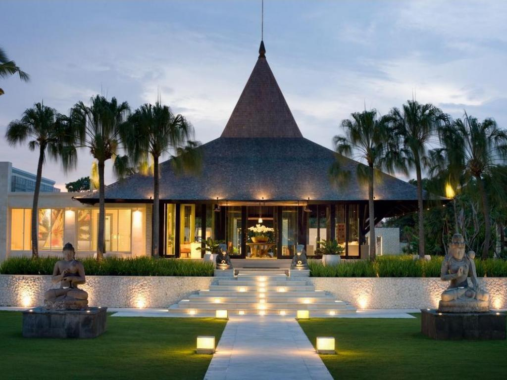 Vestabils The Royal Santrian Luxury Beach Villas