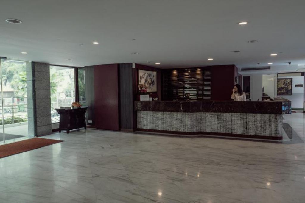 Lobby VIP Hotel (SG Clean Certified)