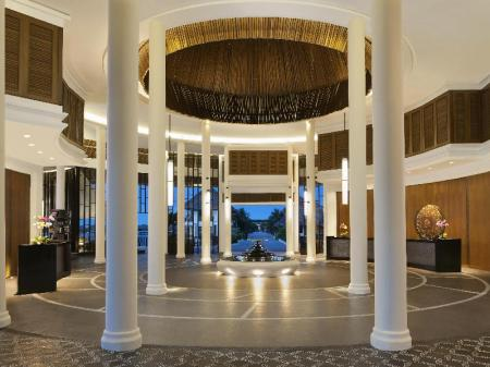 Lobby Avani Sepang Goldcoast Resort