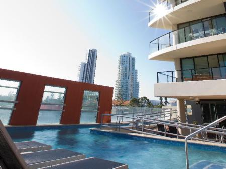 Swimming pool [outdoor] Mantra Broadbeach on the Park Hotel