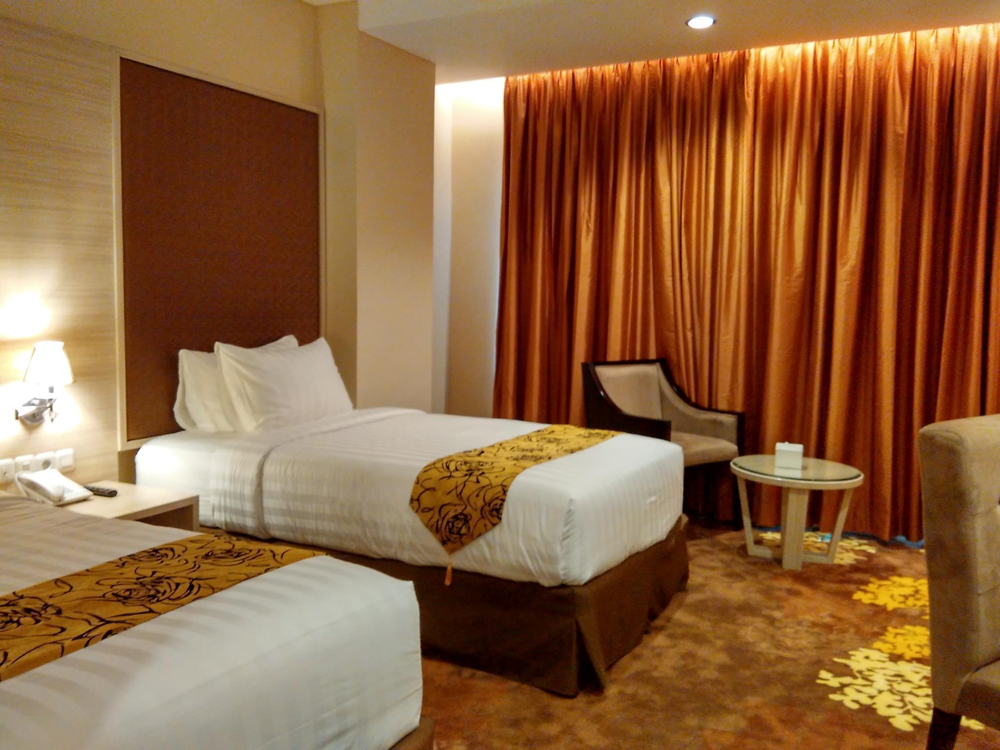 Deluxe Twin   Non Smoking   Guestroom Grand Royal Denai Hotel