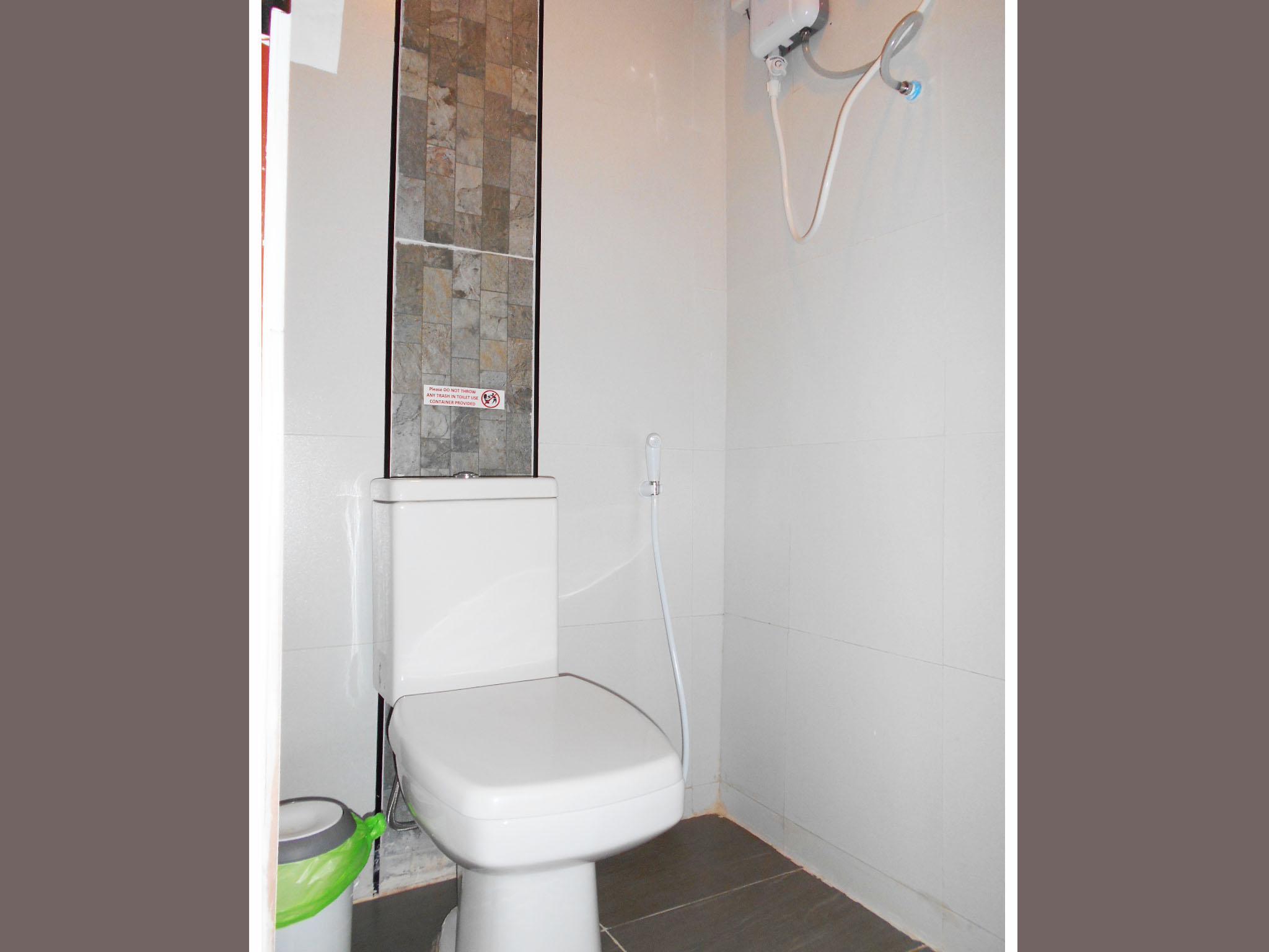 Elegant Bathroom The Miracle   Guest House Koh Tao