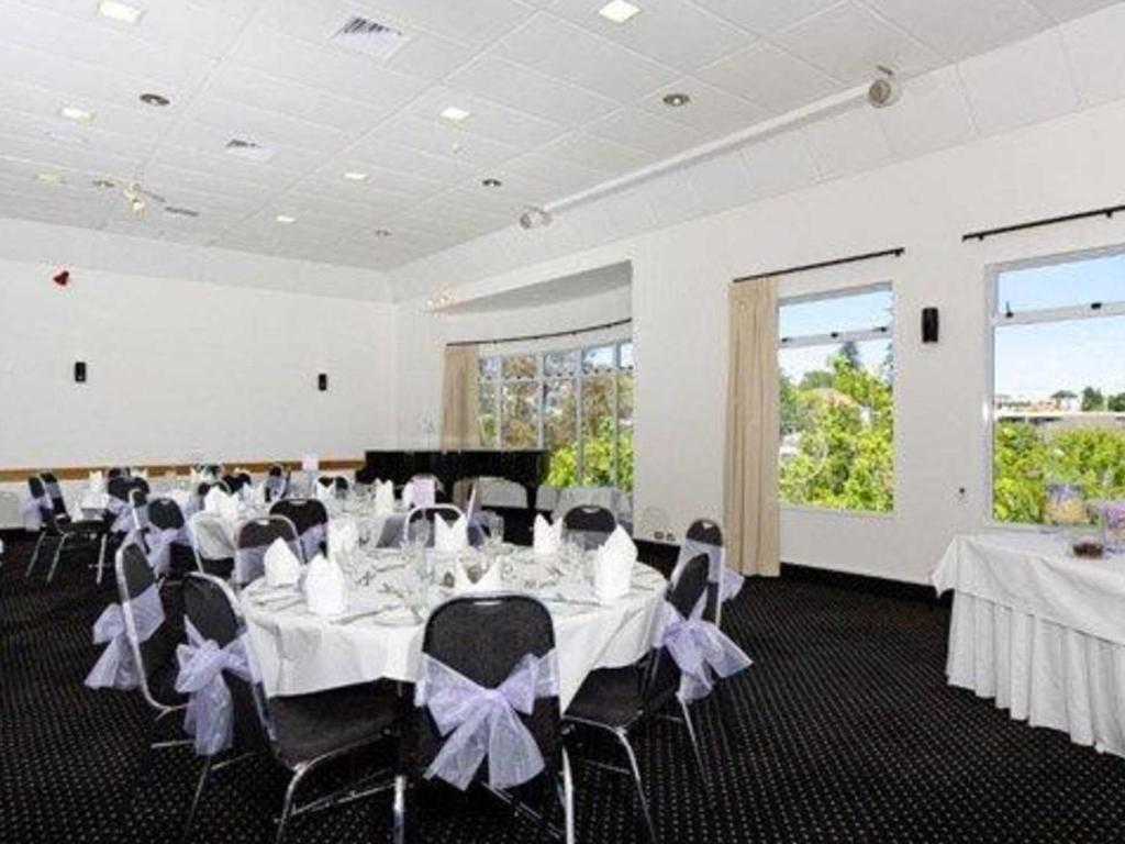 Ballroom Quality Hotel Parnell