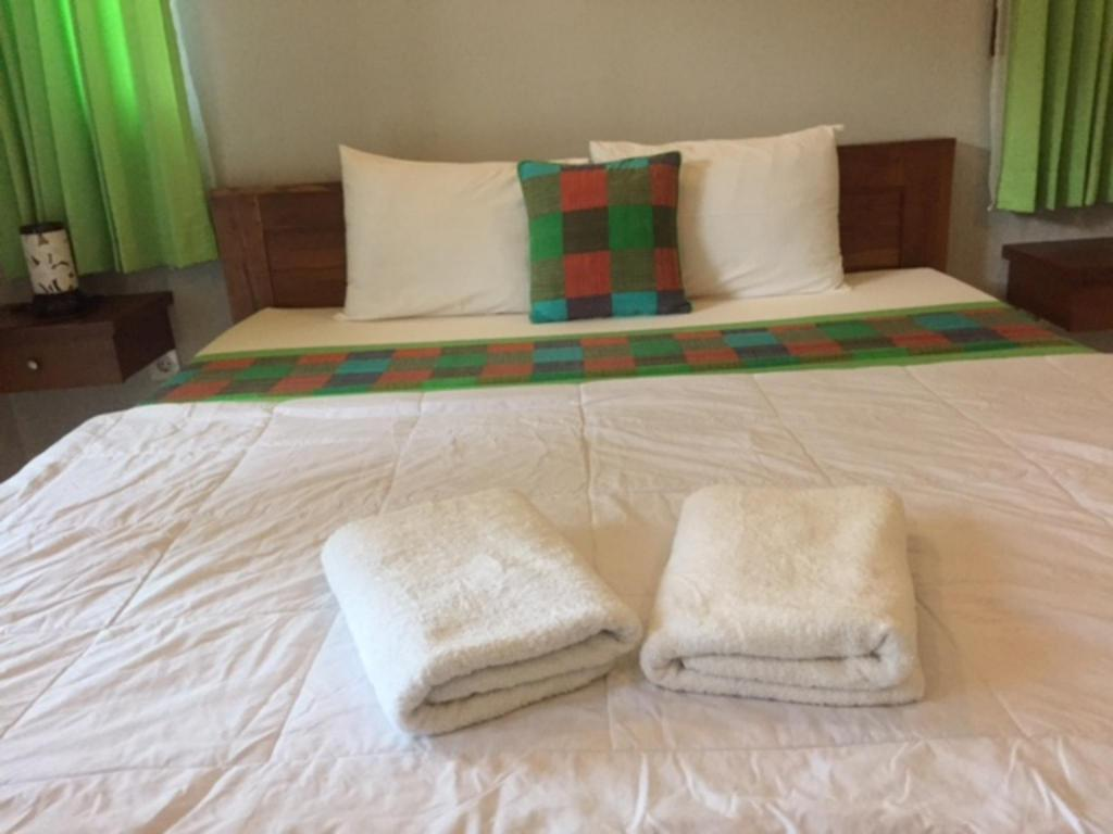 Superior - Bett Darta Green Garden