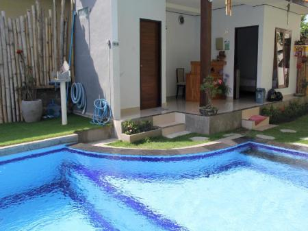 Swimming pool Bali Fullmoon Guesthouse