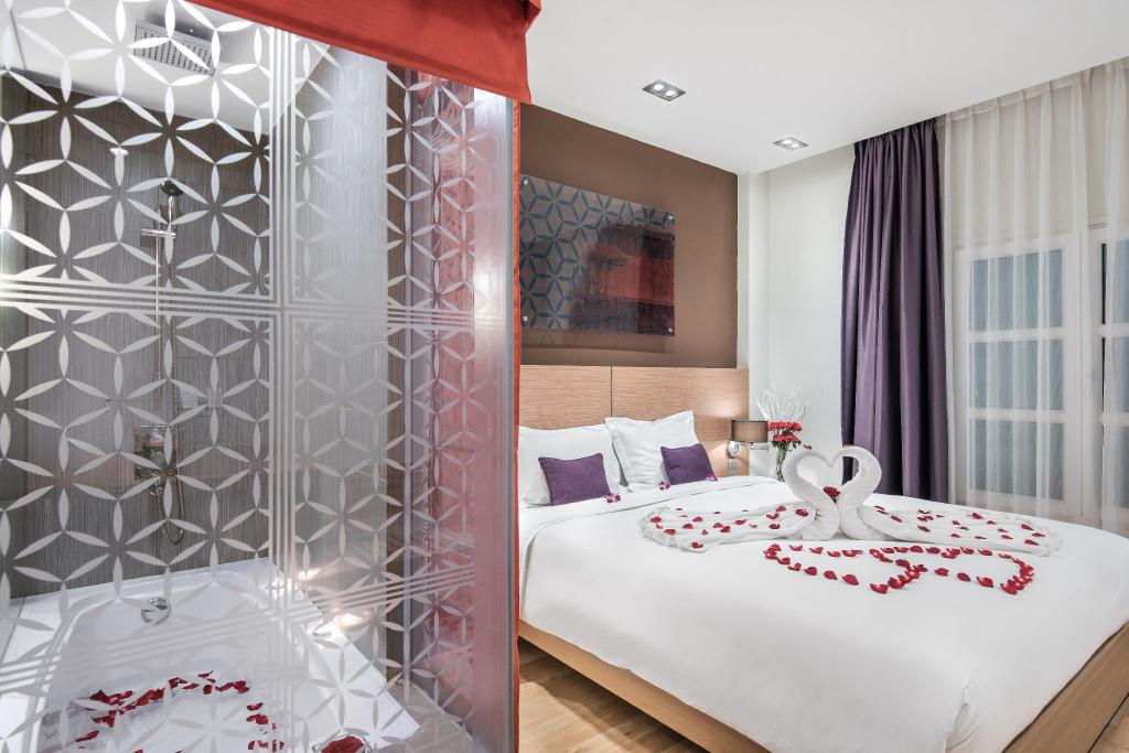Standard Queen Room - Bedroom Mercure Hanoi La Gare Hotel
