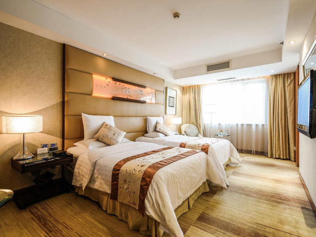 Superior Twin bed - Guestroom Gehua New Century Hotel