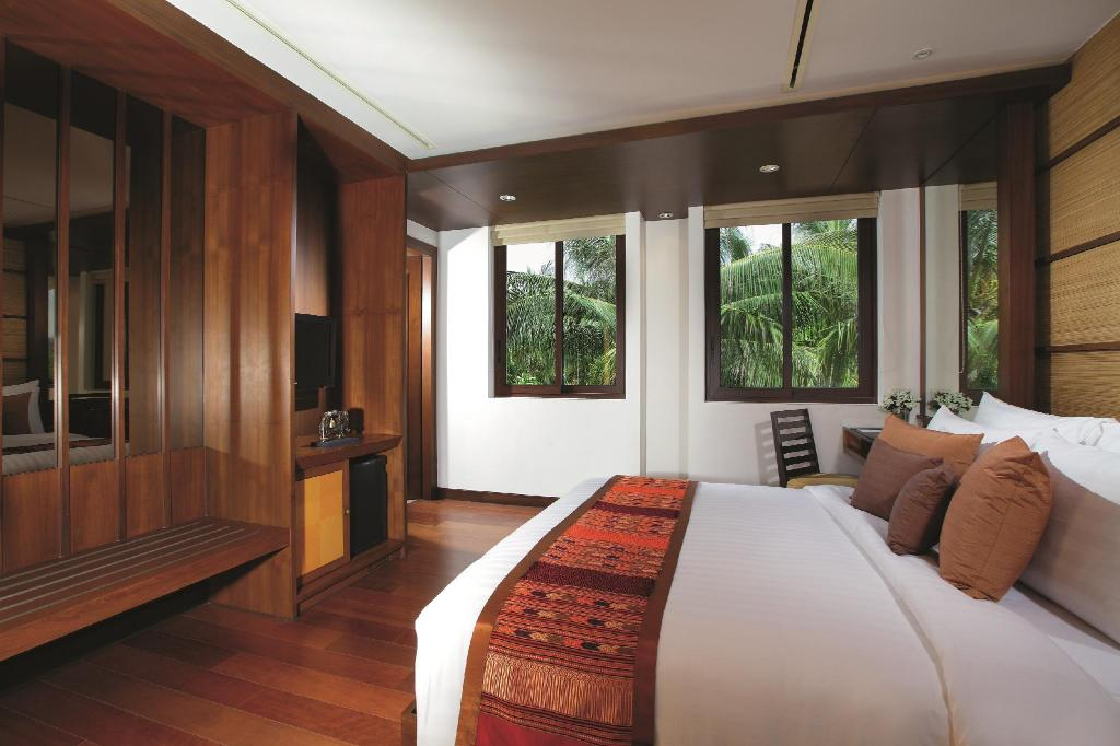 Classic King Room - Bed Movenpick Resort Bangtao Beach Phuket