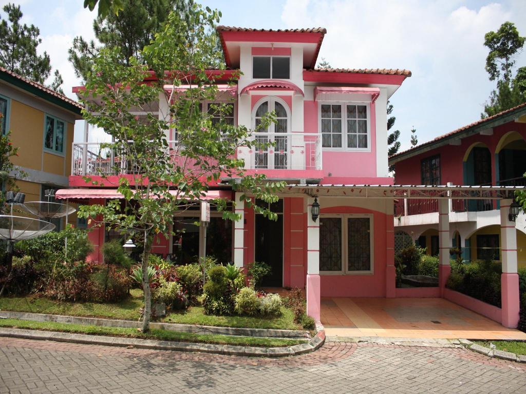 Villa Kota Bunga Blok J In Puncak