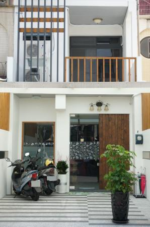 Tampilan eksterior Love & Share Guesthouse
