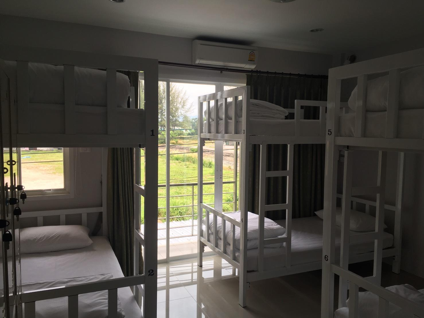 1 Posto Letto in Dormitorio Misto con 6 Letti, Aria Condizionata e Stanza da Bagno in Comune (1 Person in 6-Bed Dormitory with Air Conditioning, Shared Bathroom - Mixed)