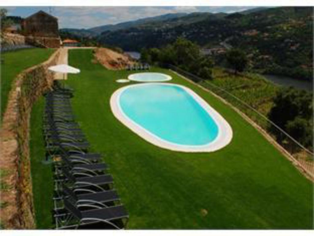 Swimming pool Douro Palace Hotel Resort & SPA