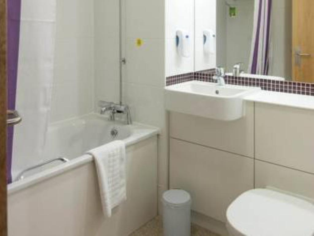 Bathroom Premier Inn Blackpool East - M55, Jct 4