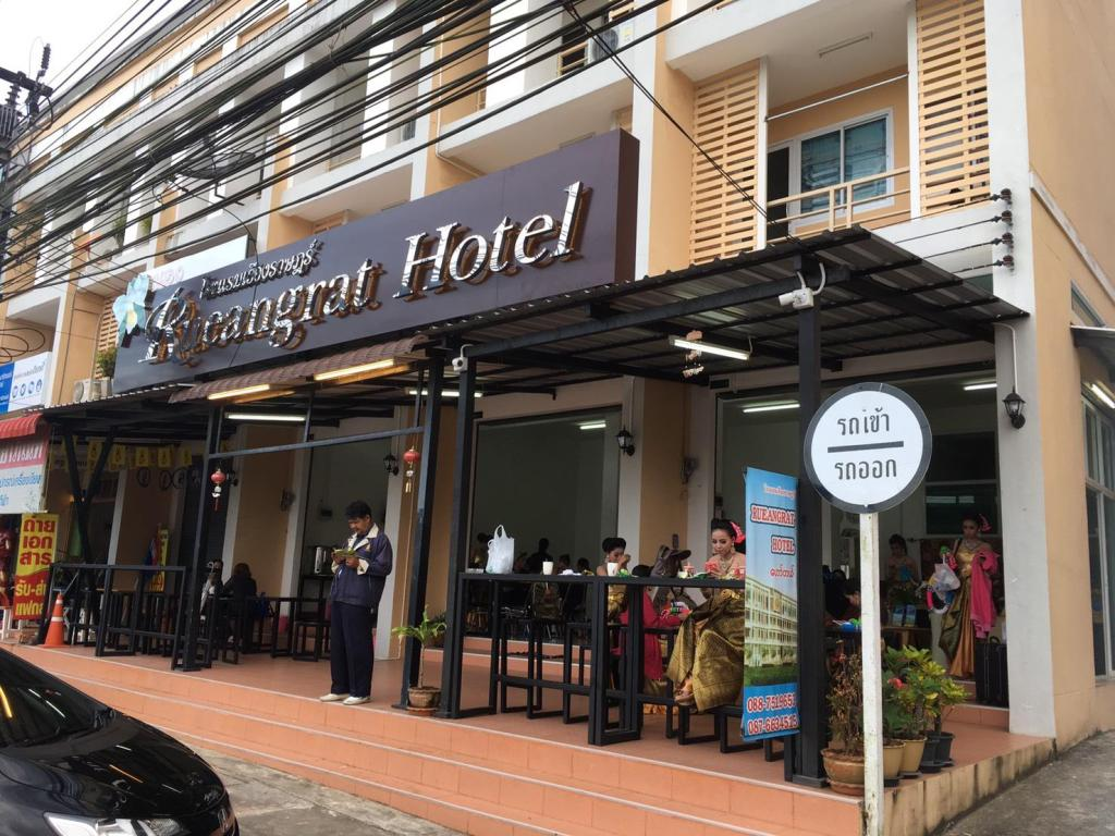 More about Rueangrat Hotel