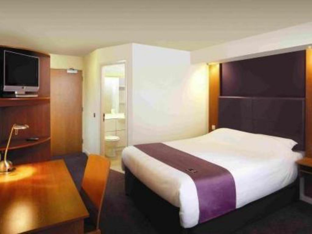 Double Disabled Room - Viesistaba Premier Inn London Gatwick Airport South - London Road