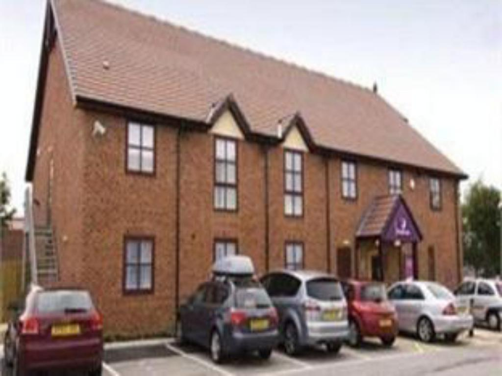 Exterior view Premier Inn Crewe Central