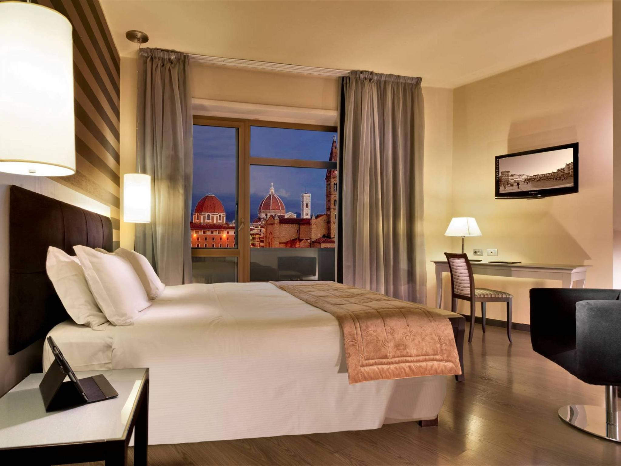 Suite Room with City View