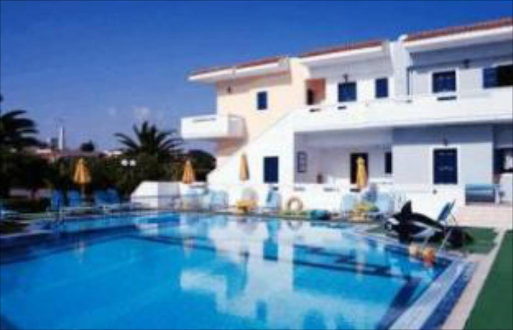 Piscina Artemis Apartments