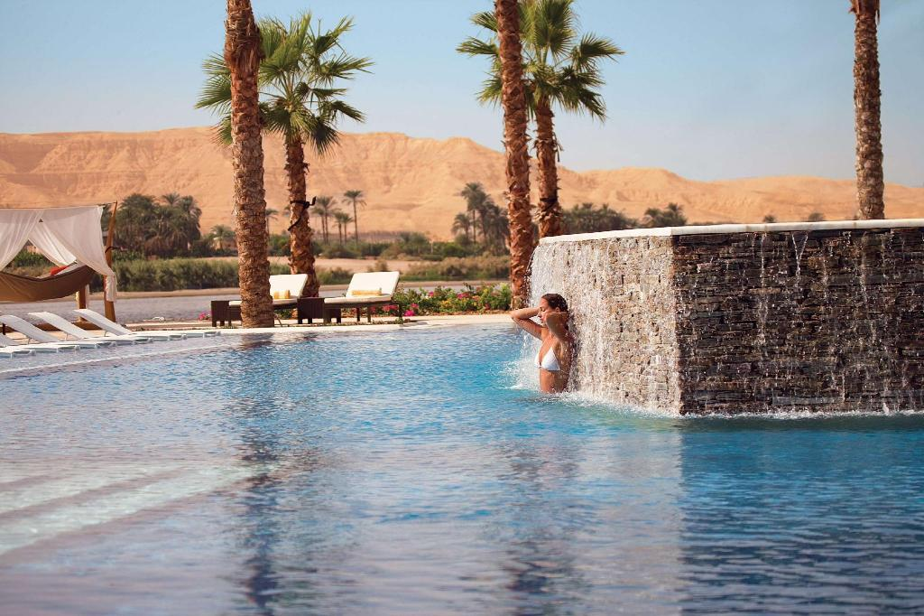 Swimming pool [outdoor] Hilton Luxor Resort & Spa