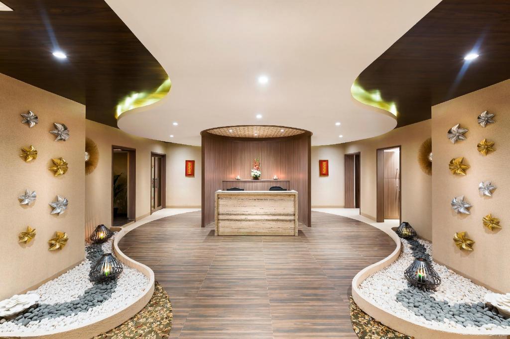 The Lotus Hotel Sameera Chennai in India - Room Deals