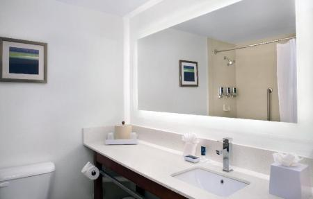 Bathroom Four Points by Sheraton Fort Lauderdale Airport/Cruise Port