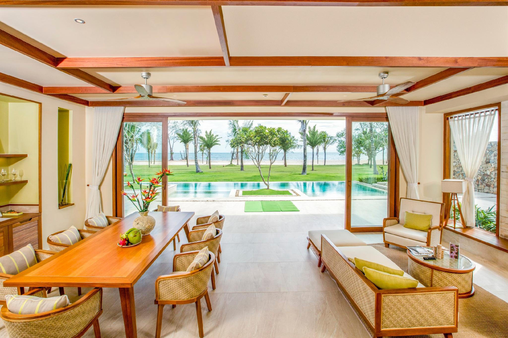 3-Bedroom Ocean Villa with Pool - All Spa treatment included
