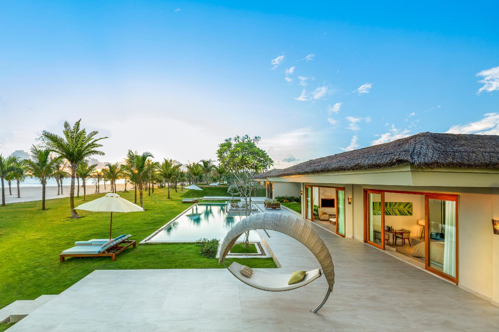 5-Bedroom Grand Beach Villa with Pool - All Spa treatment included