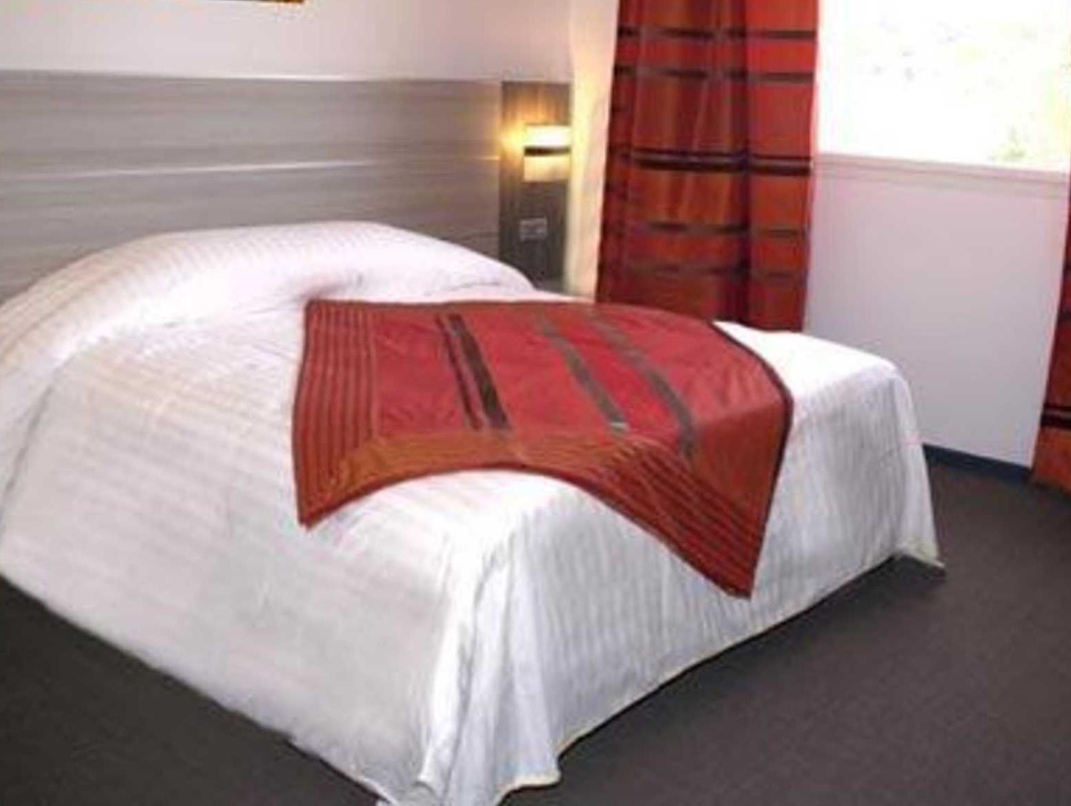 Standard with 1 Queen Bed