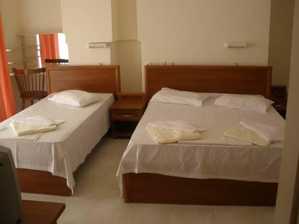 Quarto Triplo com vista para o mar (Triple Room with Sea View)