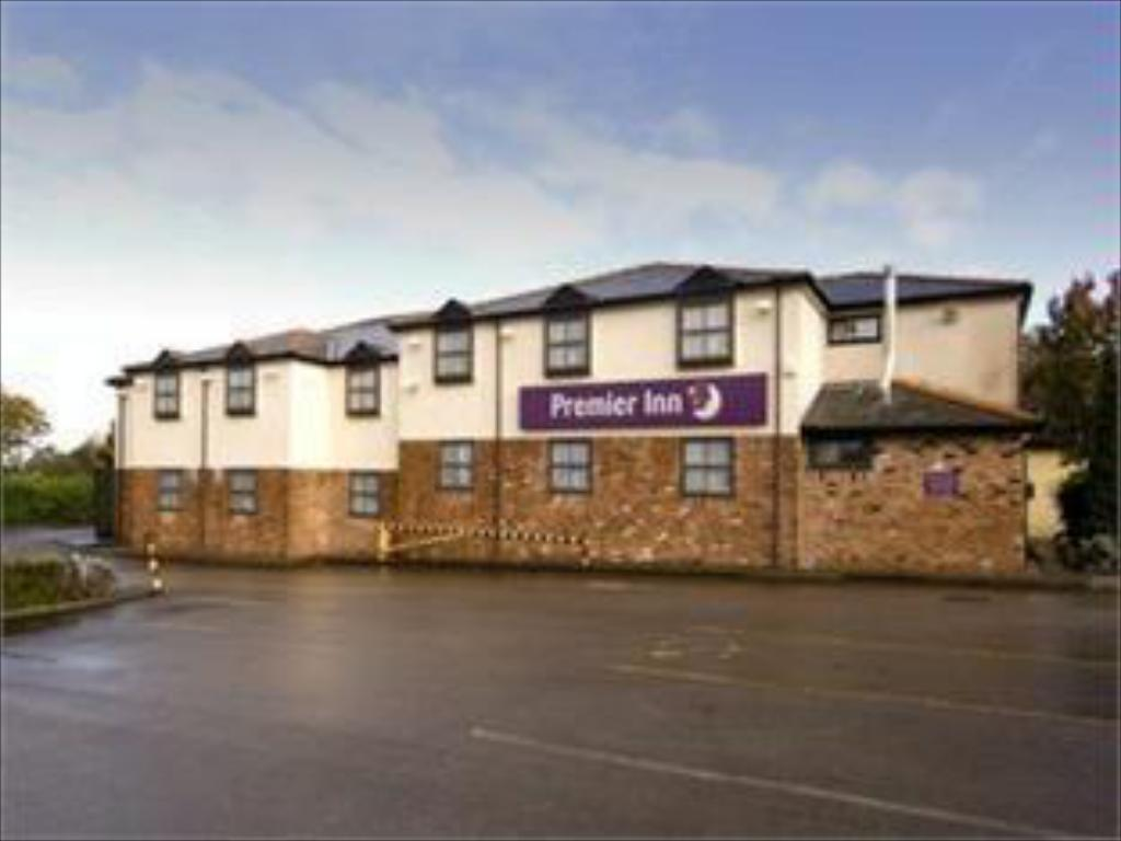 Exterior view Premier Inn Macclesfield South West