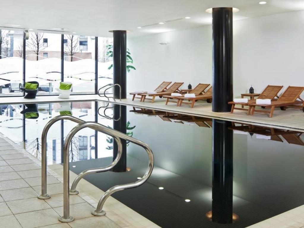 Swimming pool Park Inn by Radisson Manchester City Centre