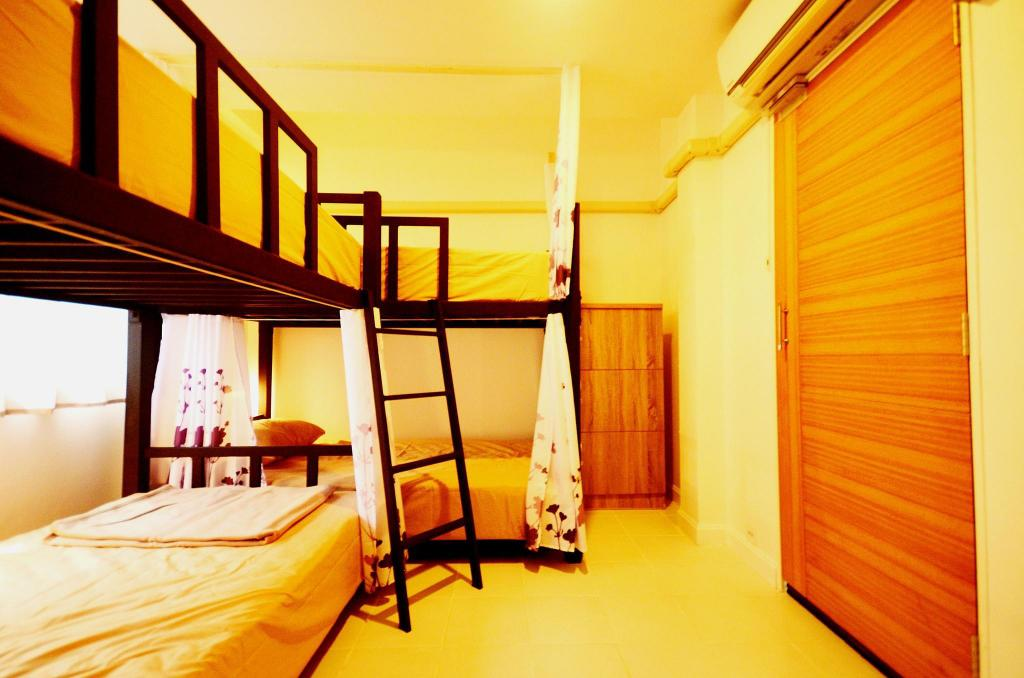 1 Person in 6-Bed Dormitory - Mixed Early Bird Hostel Ayutthaya