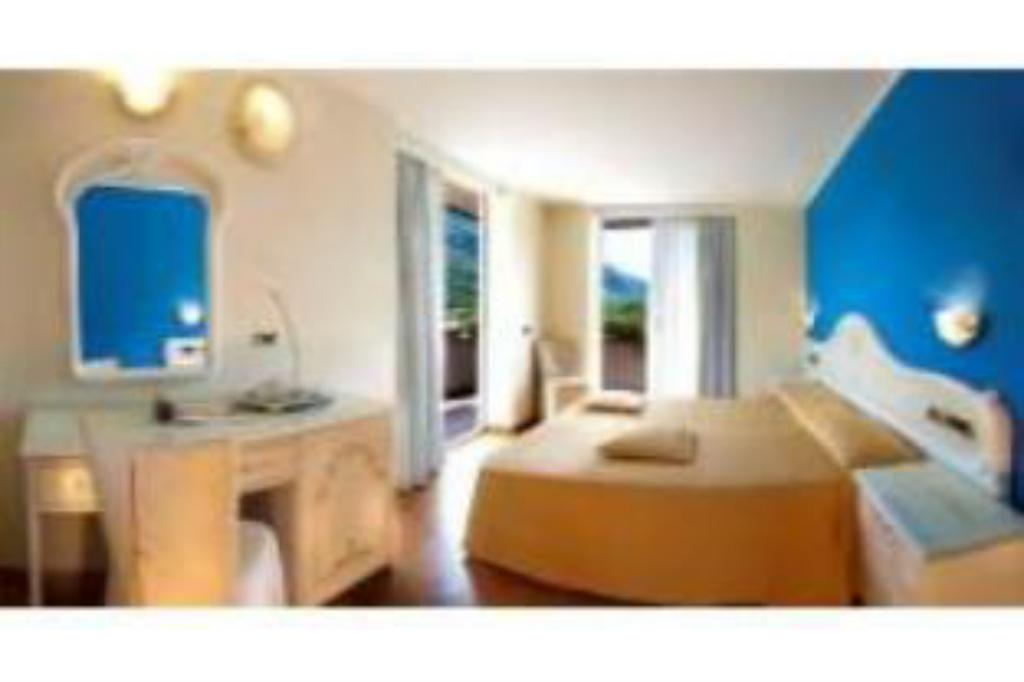 Comfort Double or Twin Room - Guestroom Hotel Continental - TonelliHotels