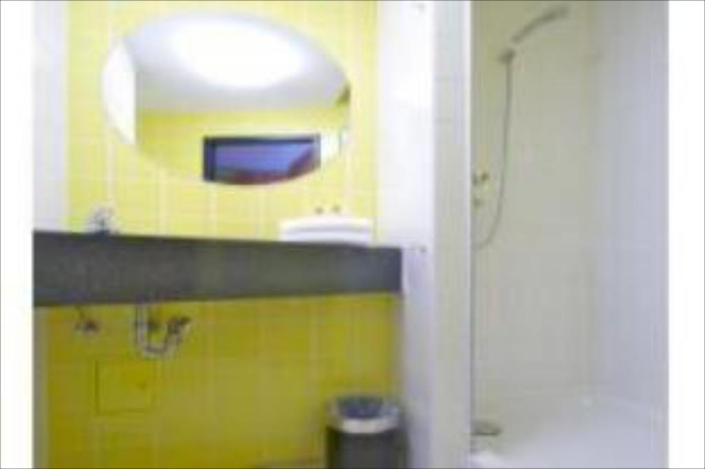 Single - Bathroom B&B Hotel Oberhausen am Centro