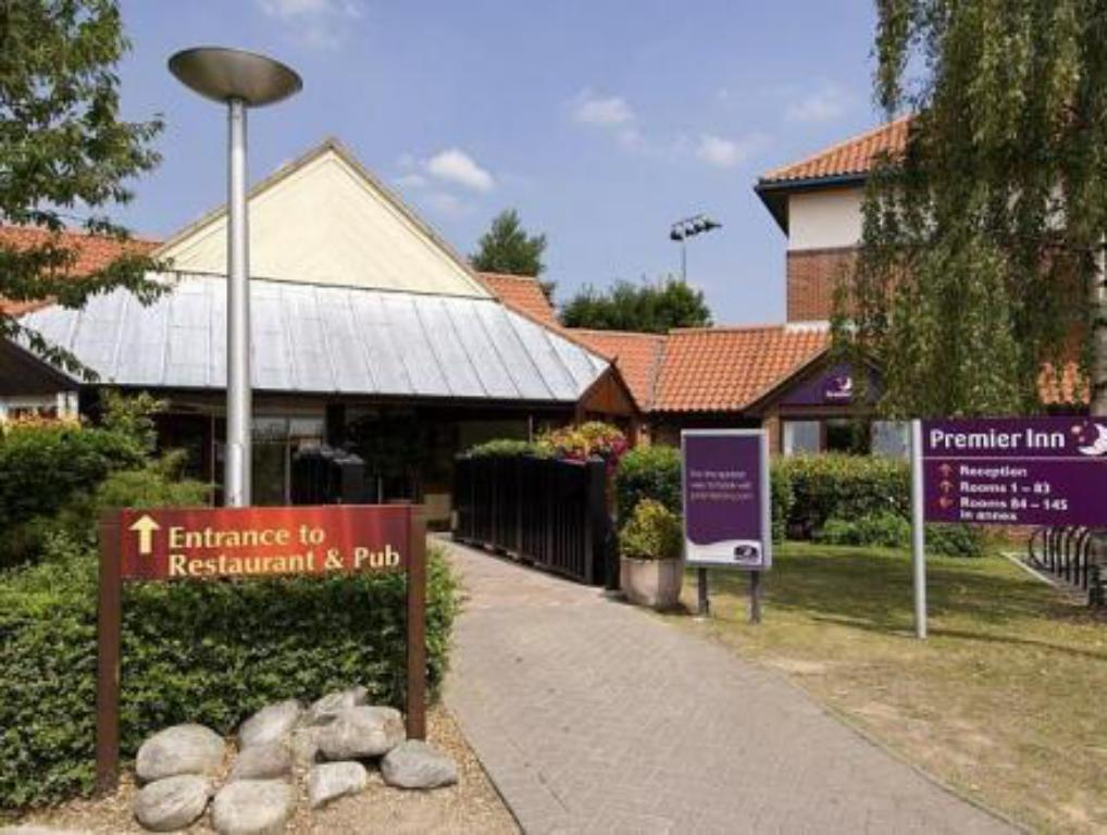 Entrance Premier Inn Oxford