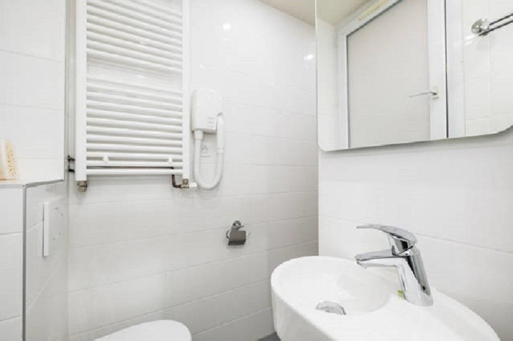 Doble Economy con Baño compartido (Double Budget with Shared Bathroom)