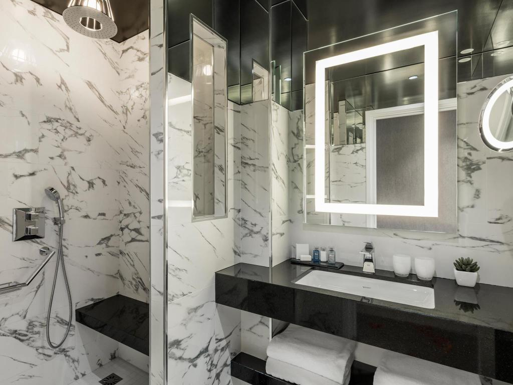 Bathroom Maison Albar Hotel Opera Diamond, BW Premier Collection