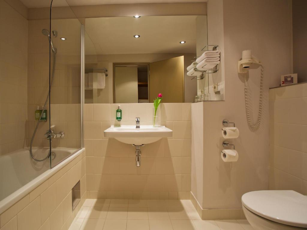 Bathroom Jurys Inn Prague