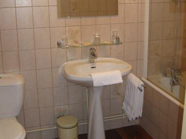 Double numurs ar labierīcībām (Double Room with bath)