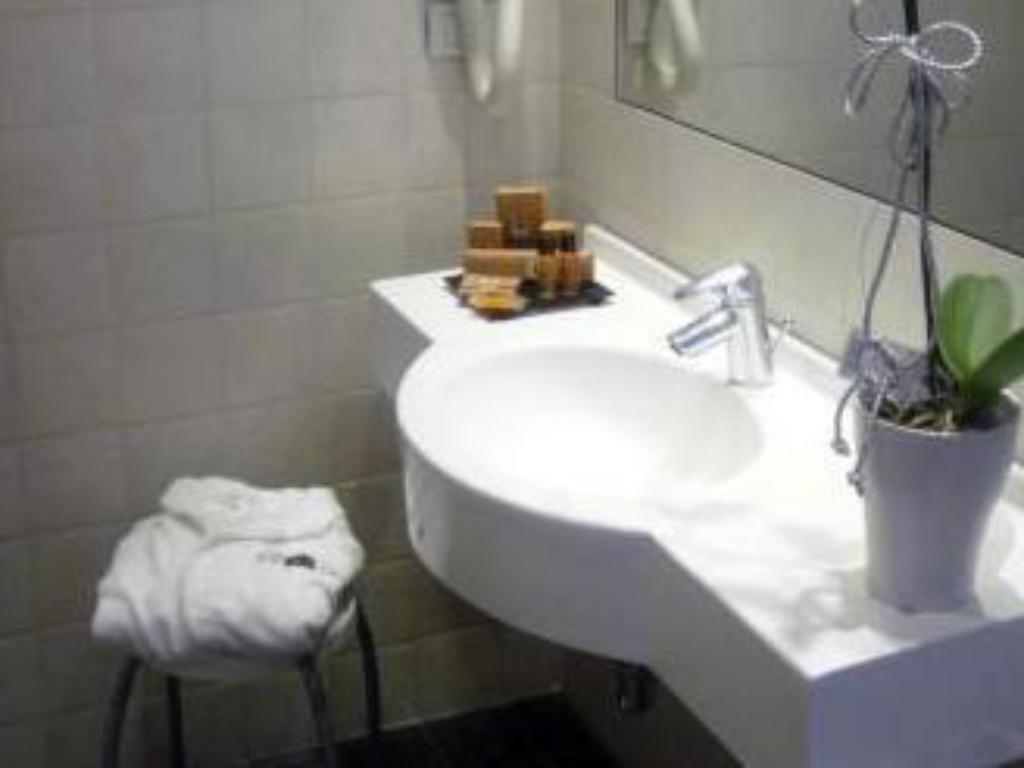 Single Room - Bathroom Hotel Trieste