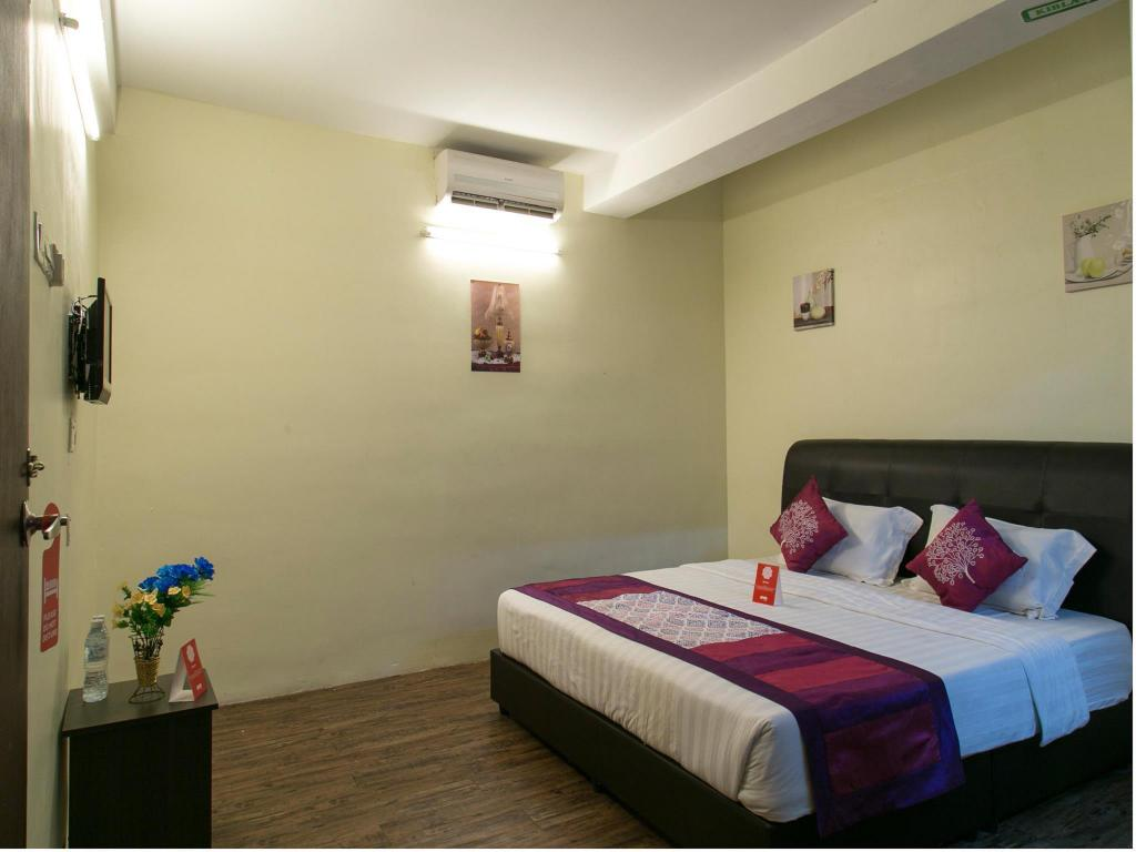 Double or Twin Room with Private Bathroom OYO 253 Hotel El Ray