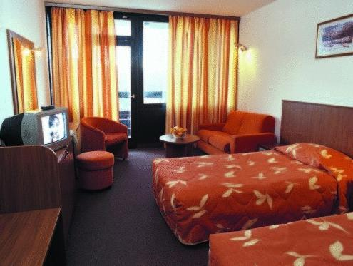 Camera Doppia con Letti Singoli con Parcheggio Gratuito (Twin Room with Free Parking)